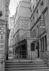 La rue Cloche-Perce. Paris (IVème arr.), vers 1960.