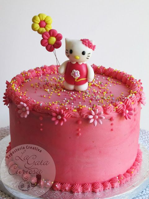 Tarta Buttercream De Fresa Con Hello Kitty De Fondant Flowers And