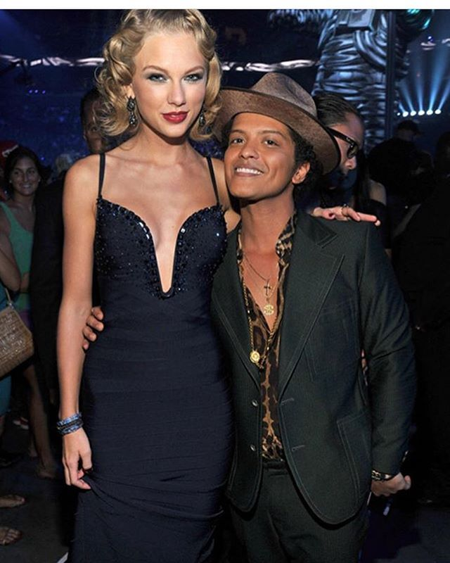 Taylor Swift Standing Next To Bruno Mars : taylor, swift, standing, bruno, Instagram, Photo, Bruno, Mars💝, 1:07am, Short, Taylor, Swift, Height,