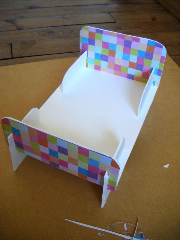 lit poup e carton couture enfant pinterest lit poupee carton et lits. Black Bedroom Furniture Sets. Home Design Ideas