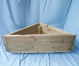 Triangular Planter Box For The Space Between The Kitchen 400 x 300