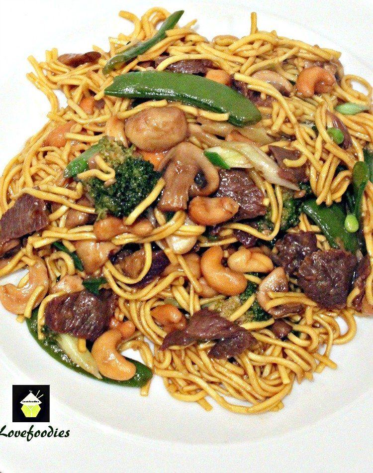 Hovädzie mäso a zelenina Lo Mein.  Rýchly a jednoduchý obľúbená čínske jedlá s veľkou chuťou!  |  Lovefoodies.com