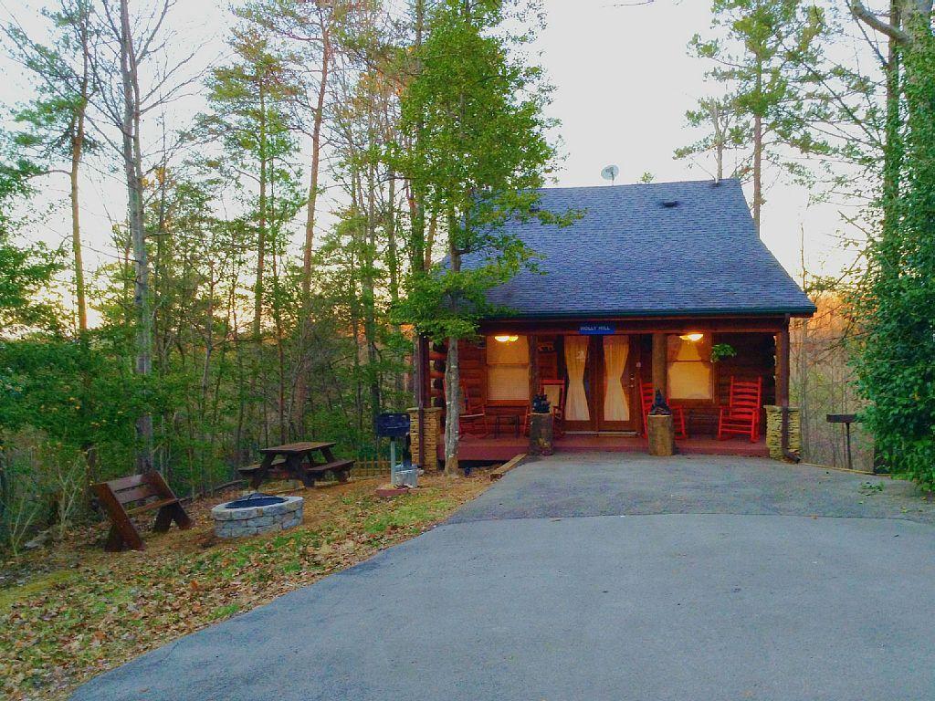 Beau Sky Harbor Vacation Rental   VRBO 567095   2 BR Gatlinburg Cabin In TN,  Charming