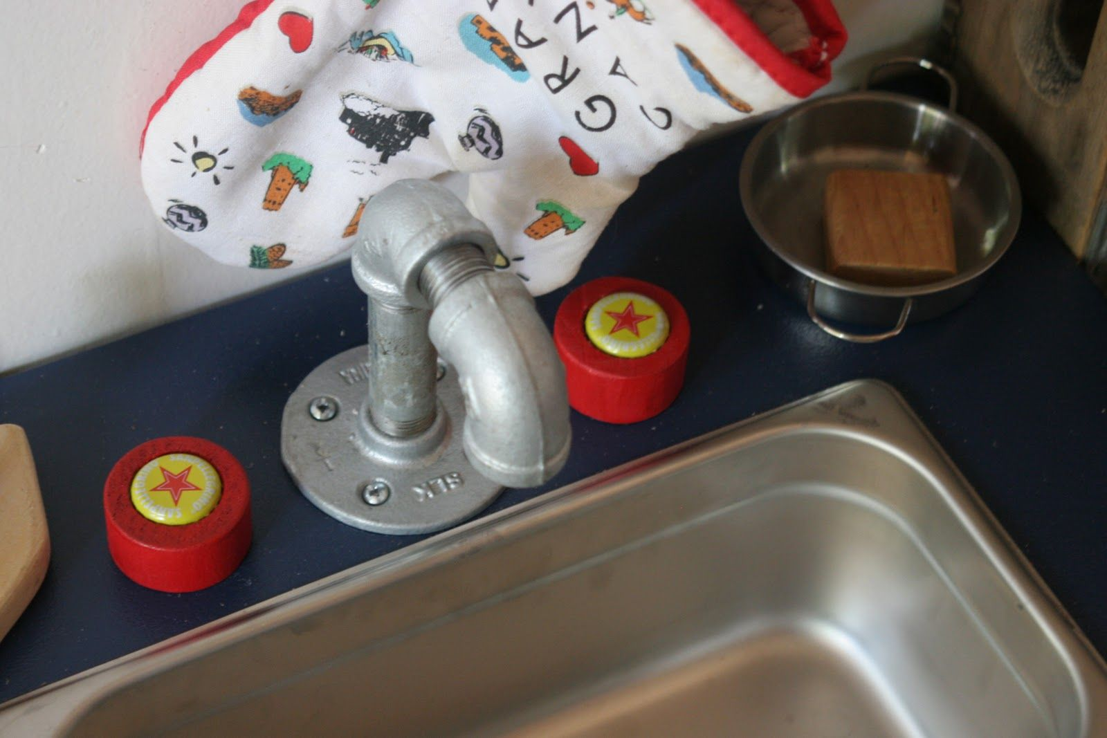 Simple Play Kitchen Sink With Images Play Kitchen Sink Kids