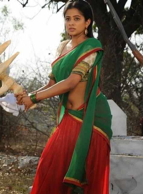 Priyamani sexy saree