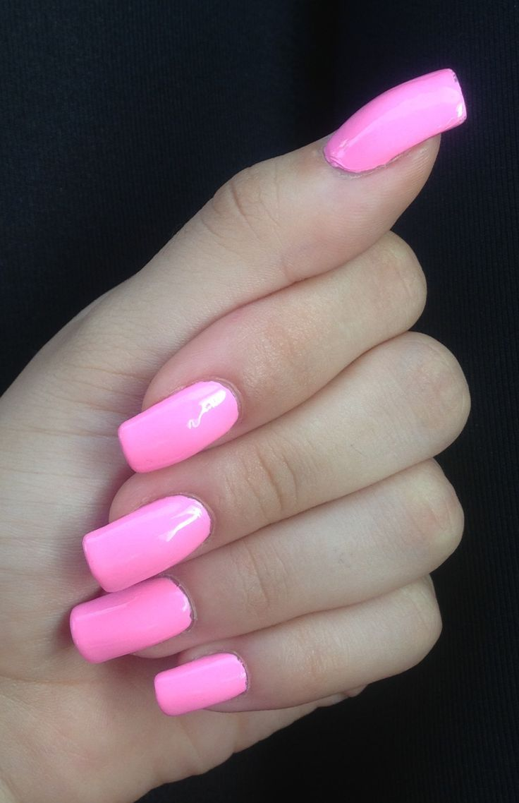 Barbie pink acrylics. Yes, yes yes. I am in love with this color ...
