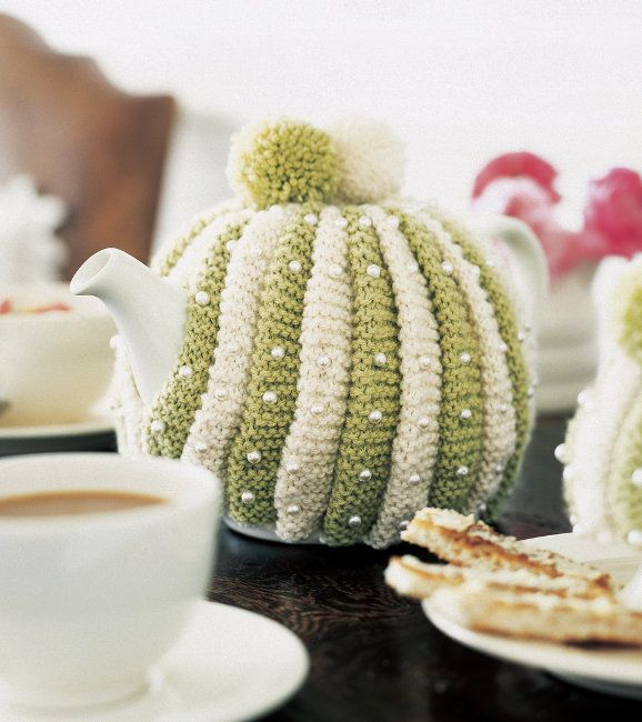 Free knitting pattern - Terrific Tea Cosy in Rowan Cashsoft DK: http ...
