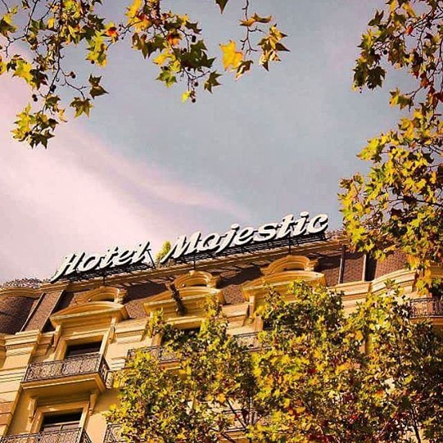 Bienvenido otoño!  Welcome autumn!  thanks for this beautiful picture of our main façade @fabtographyy  #Autumn #MyMajesticExperience #MajesticBarcelona #HotelMajesticBarcelona #Reinventingthetradition #Since1918 #LHW #Leadinghotelsoftheworld #Hotels #Autumn #Beautifulhotels #Loves_Barcelona #Catalunya #Paseodegracia #Passeigdegracia #Luxury #Luxuryhotels #LuxuryBarcelonahotel #InstaBarcelona #Historical #Building #Architecturephoto #Architecture #bienvenidootoño Bienvenido otoño!  Welcome a #bienvenidootoño