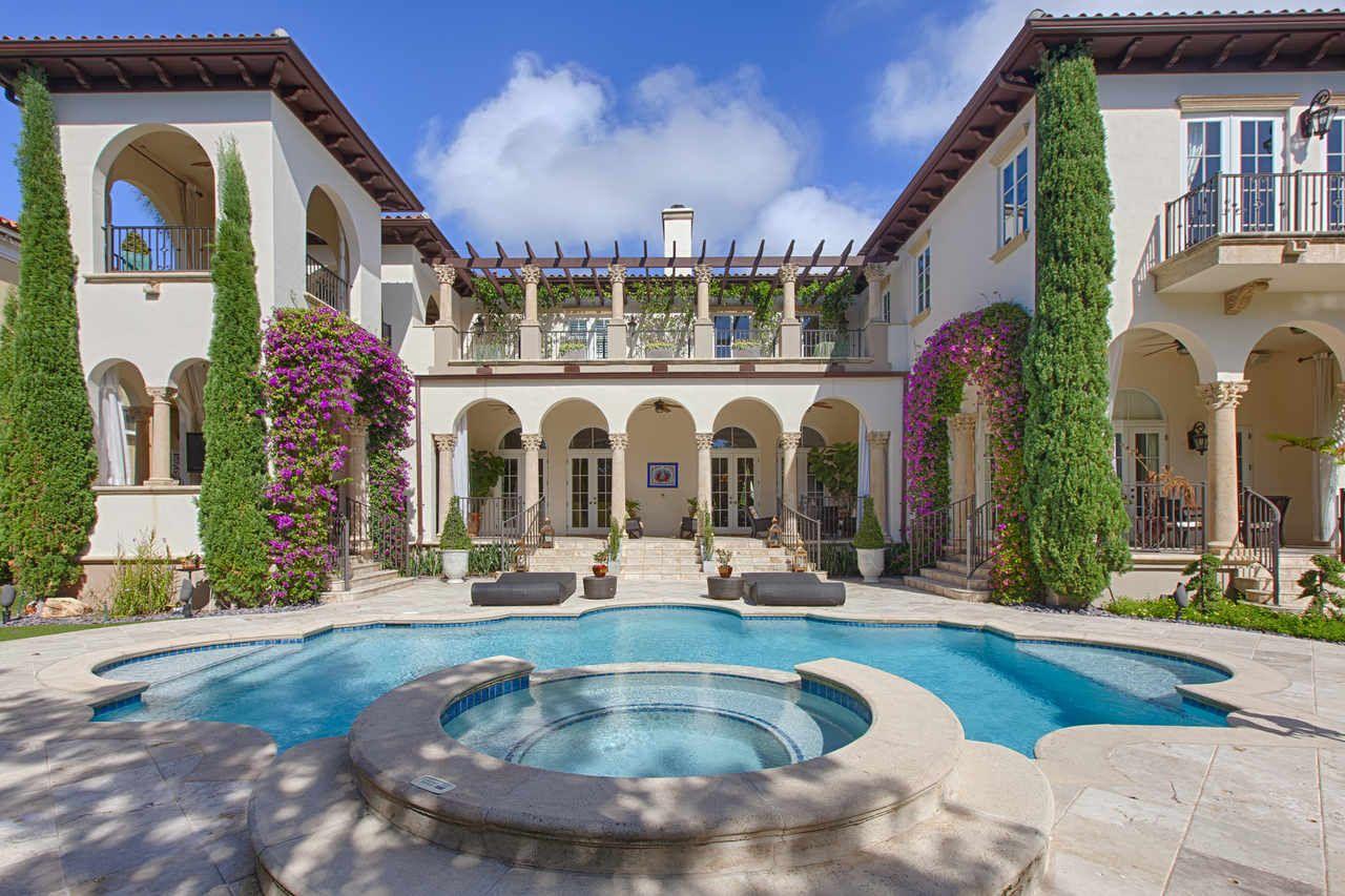 Pin By John Riff Cruz On Architecture Mediterranean Mansion Mansions Mediterranean Style Homes