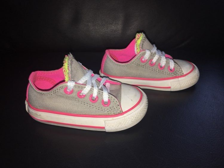 Converse all star sneakers in a size 4