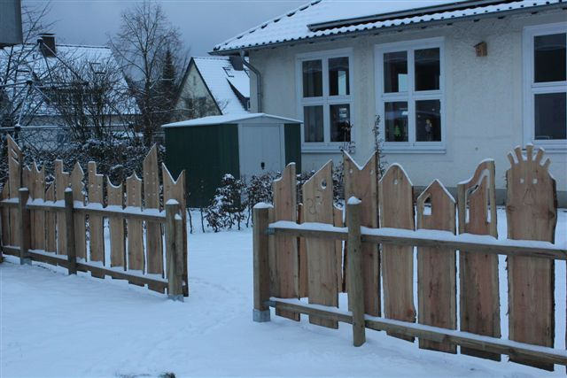 Grundschule Hiddesen  Detmold  Einmaliger Gartenzaun