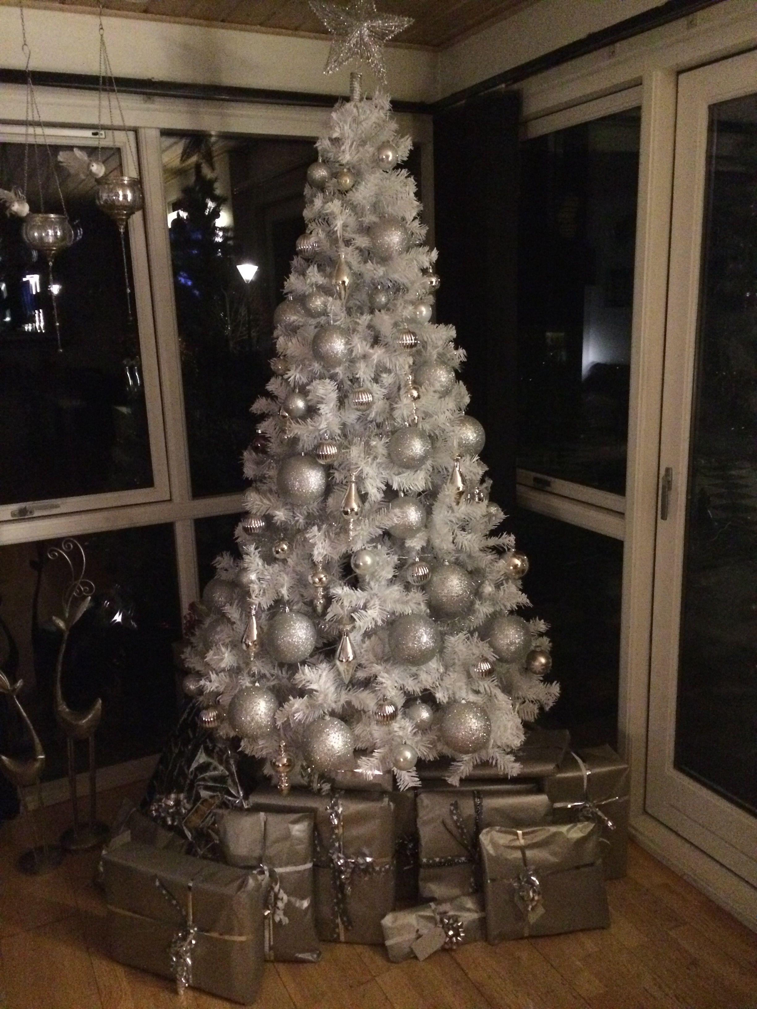 Christmas deco Pin by Maria McHugh on