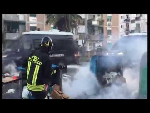 Salvini a Napoli. cariche forze dell'ordine contro black bloc (11/03/2017)