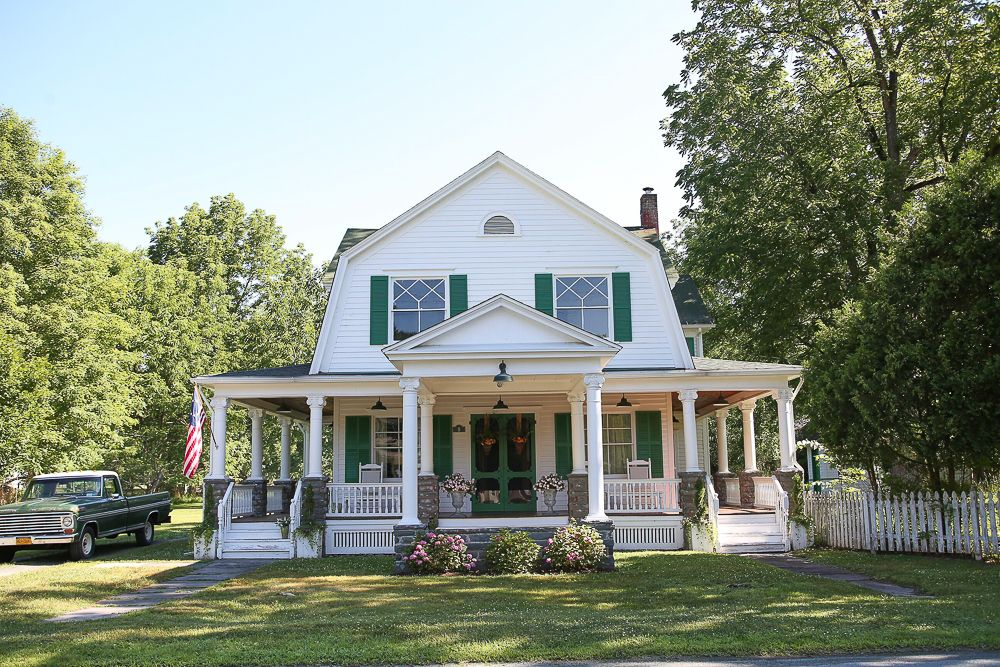 Eclectic Home Tour of The Farmhouse Project - this charming Dutch colonial farmhouse is filled with a unique mix of antique and modern, neutral and colorful decor. kellyelko.com #farmhouse #farm #farmhousedecor #farmhousestyle #fixerupper #fixerupperstyle #curbappeal #countryliving #porch #oldhouse #housetour #antiquehouse #antiques #interiordesign #interiordecor #decorate