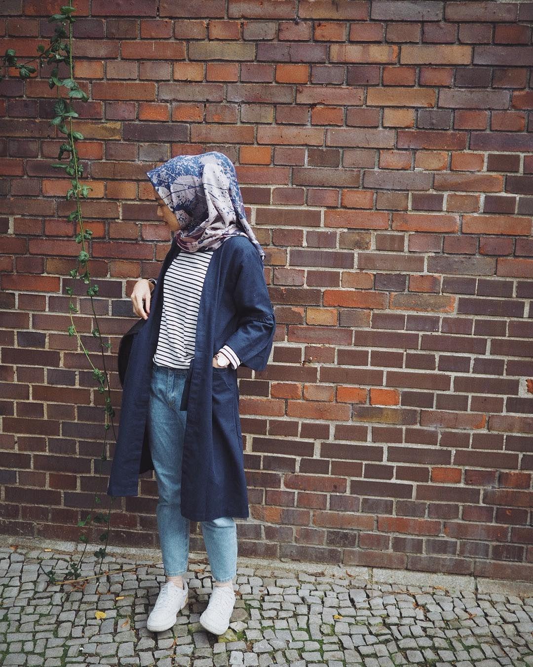 Warna Jilbab Yang Cocok Untuk Baju Navy