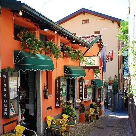 Beautiful shopfront  #storefront #cubemarket #australia #australiaretail #store #shopdisplay #melbourne #retailstore #coffeeshop #gifts #giftshop #smallbusinessaustralia #shops #shopsmall #shopsmallbusiness #sydney #reedgiftfair #brisbane #perth #adelaide #canberra #beijing #cuteshop #france #bookshop #lollyshop #cafe #coffeeshop #shopinterior #spacesharing by thecubemarket
