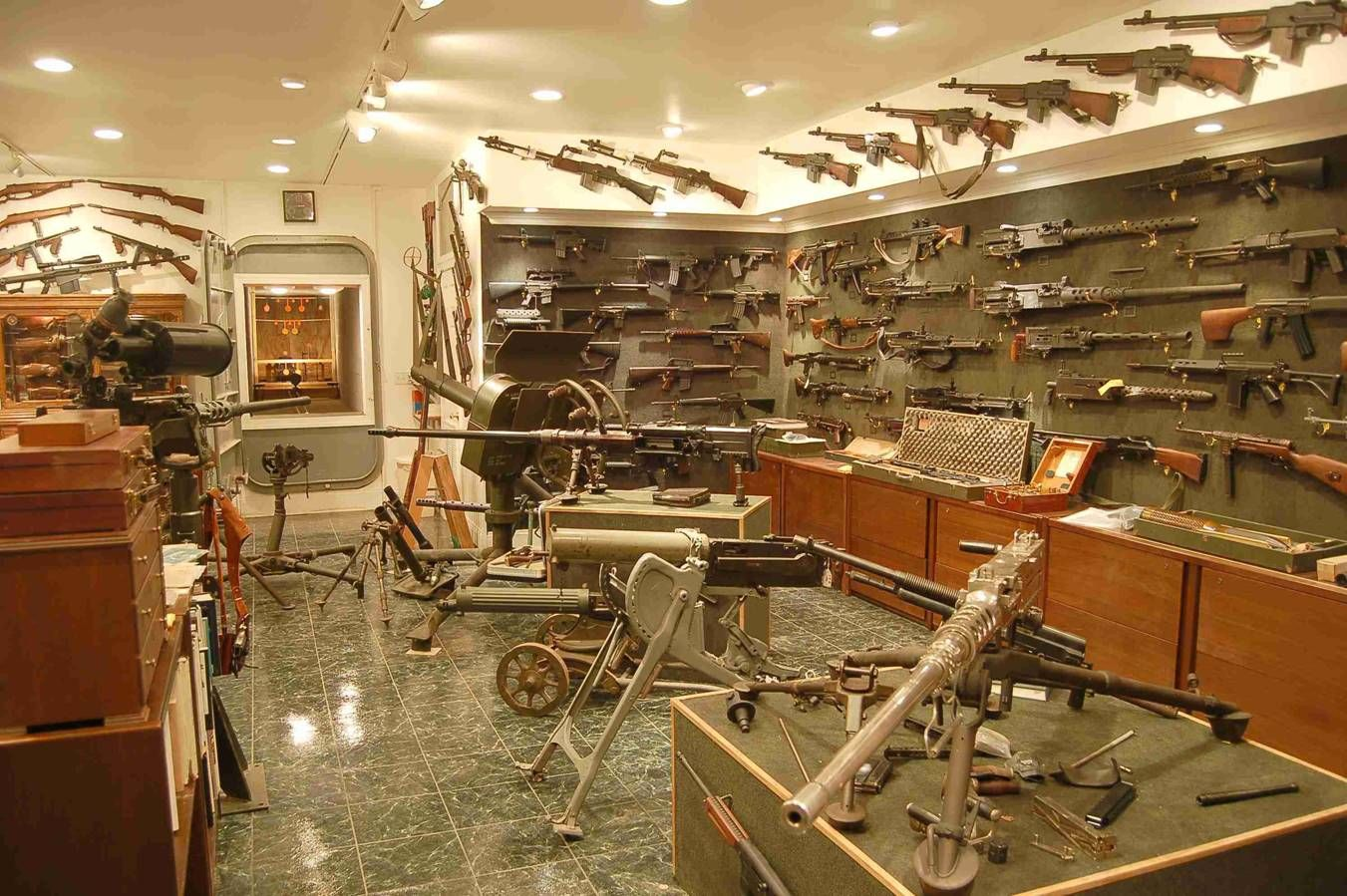 Best Small Man Cave : Man cave or weapon arsenal a little of both i would think