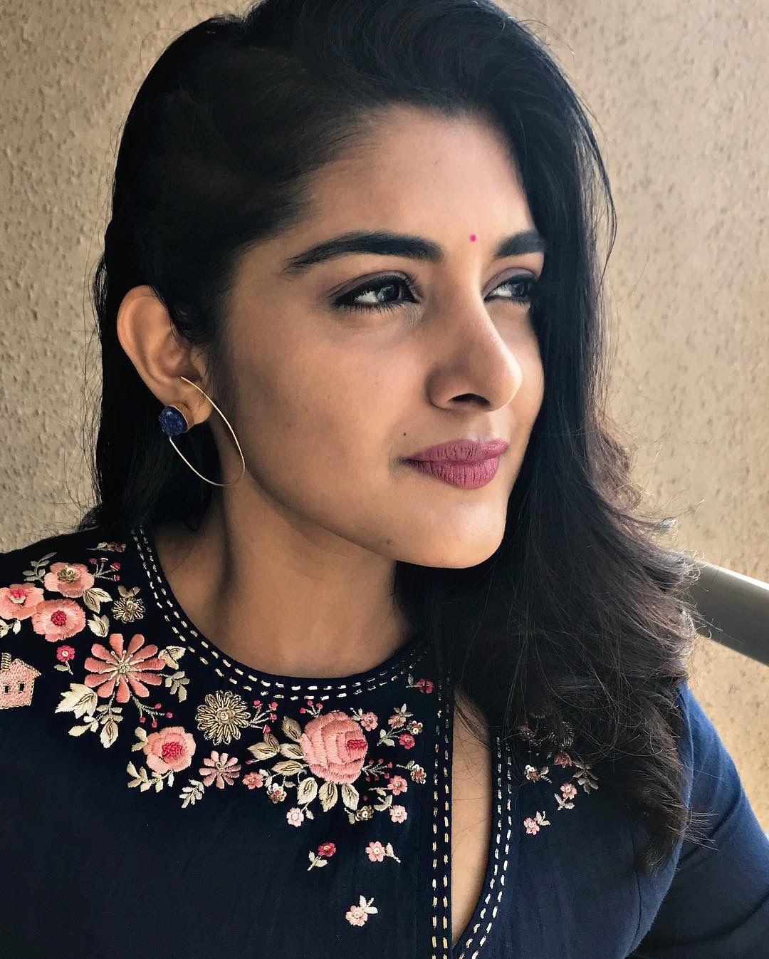 Nivetha Thomas Online makeup, Beauty full girl, Nivedha