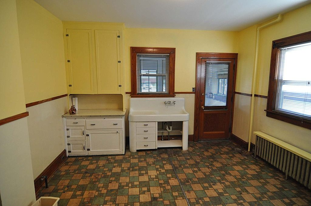 Original 1920s kitchen from real estate listing in ...