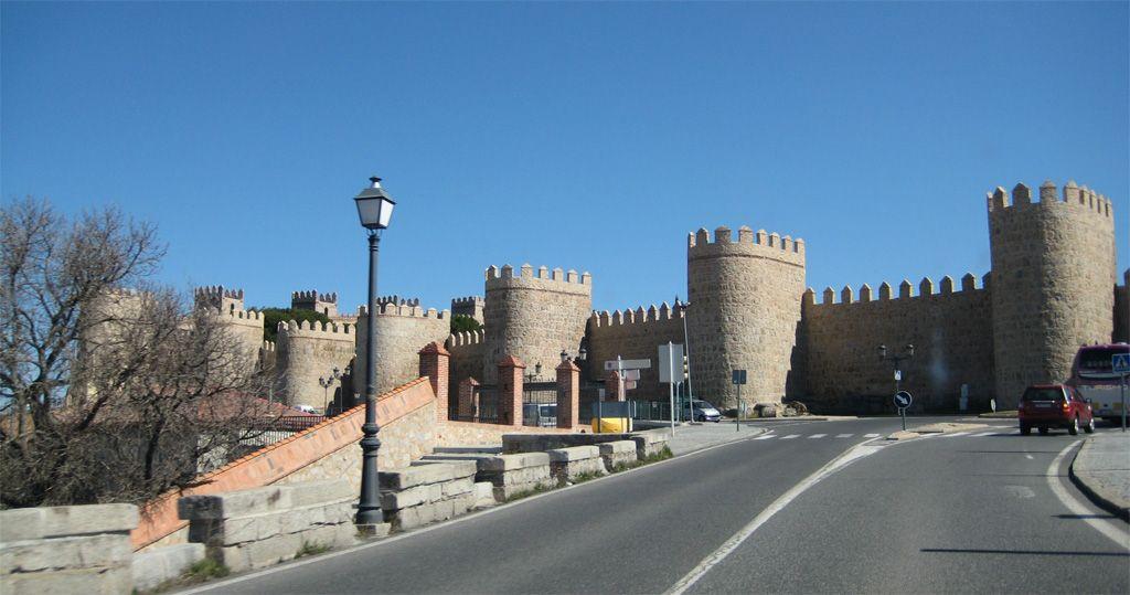 Os invitamos a pasear por las Murallas de Ávila.  #historia #turismo  http://www.rutasconhistoria.es/loc/murallas-de-avila