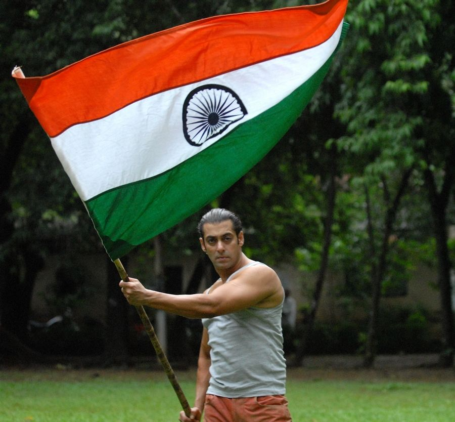 When Bollywood Flew The Indian Flag High Indian Flag The Incredibles Salman Khan