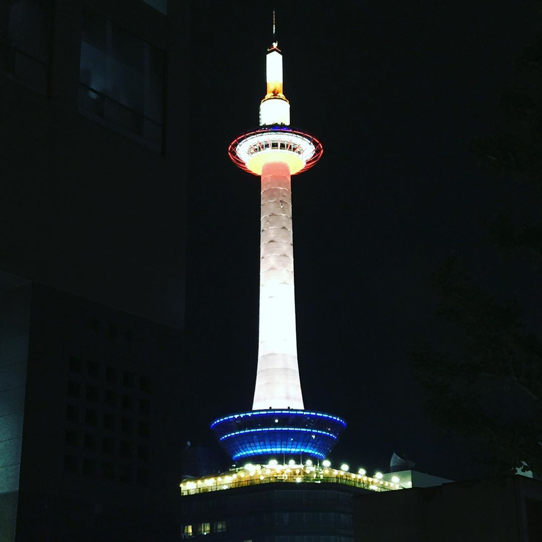 Kyoto Tower is right outside our hotel #kyotojapan #kyototravel #kyotostyle #kyototower #thisisjapan #visitjapan #travel...