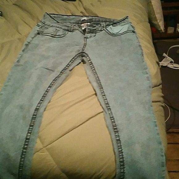 Green skinny jeans Worn only a few times but in great condition BONGO Jeans Skinny