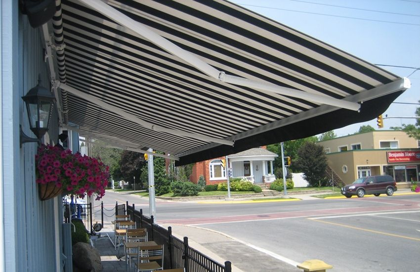 The Cornerhouse On Main Rolltec Retractable Awnings Toronto Ontario Canada Retractable Awning Awning Ontario