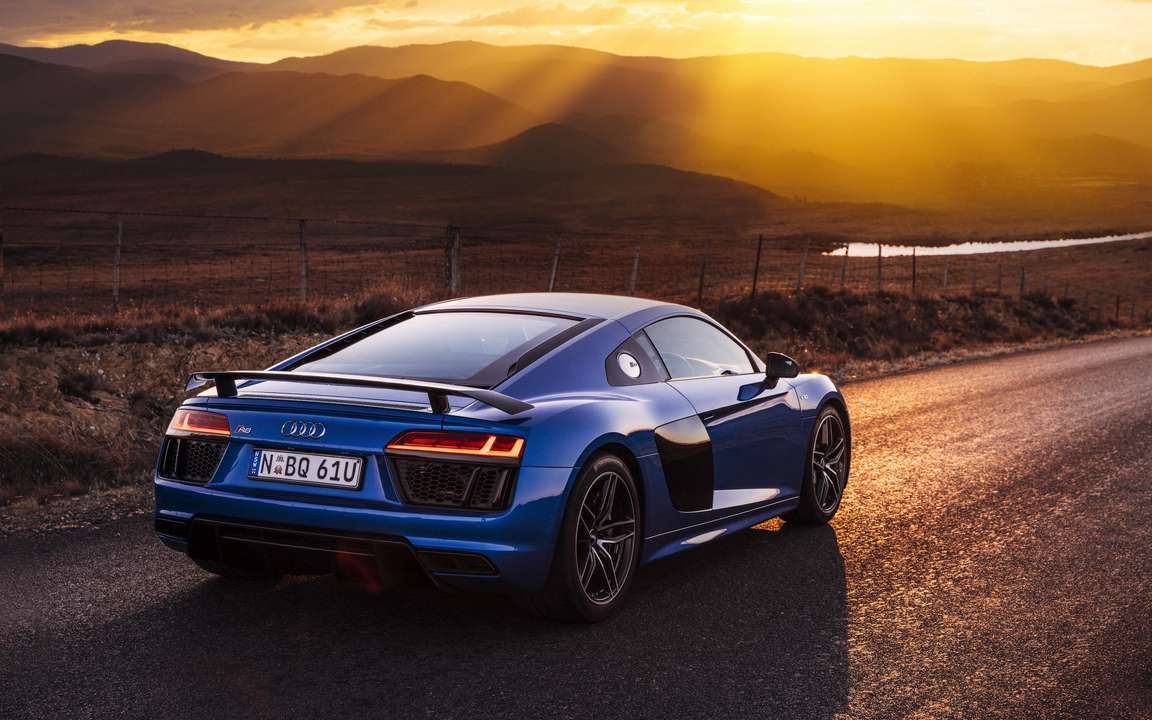 Download Wallpaper 3840x2400 Audi R8 V10 Blue Side View 4k