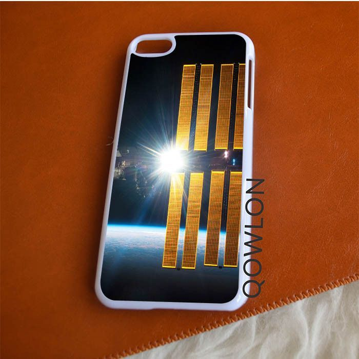 Nasa Satellite Orbiting Earth iPod Touch 6 | 6TH GEN Case