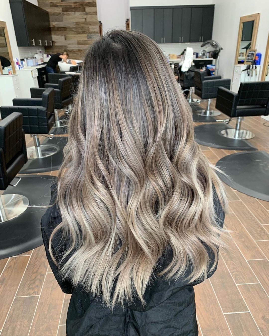 Khloe N On Instagram Mixture Of Beige And Ash Blonde Olaplex Added To All Formulas Ash Blonde Hair Balayage Beige Blonde Balayage Balayage Long Hair