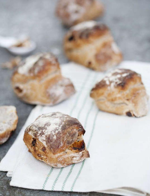 bröd med valnötter och aprikoser
