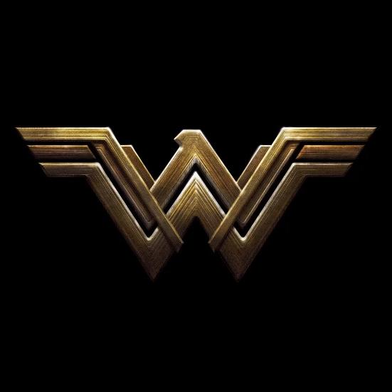 Comic Con Justice League Six Emblemes Six Realisateurs Un Seul Univers Les Toiles Heroiques Wonder Woman Aesthetic Wonder Woman Logo Justice League