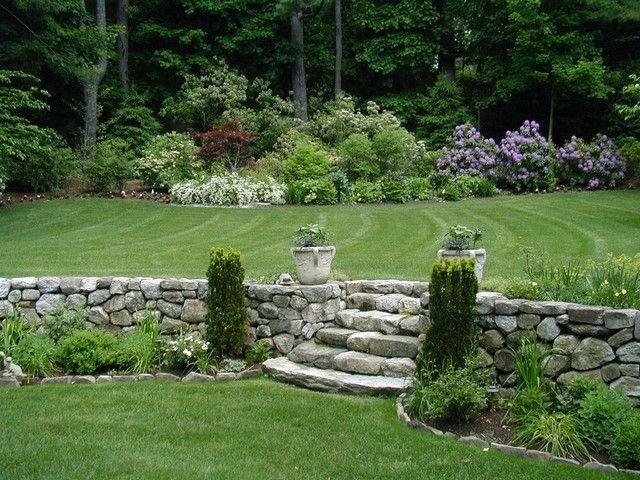 garten landhausstil st tzmauer steine treppen koniferen landscaping and terracing ideas. Black Bedroom Furniture Sets. Home Design Ideas