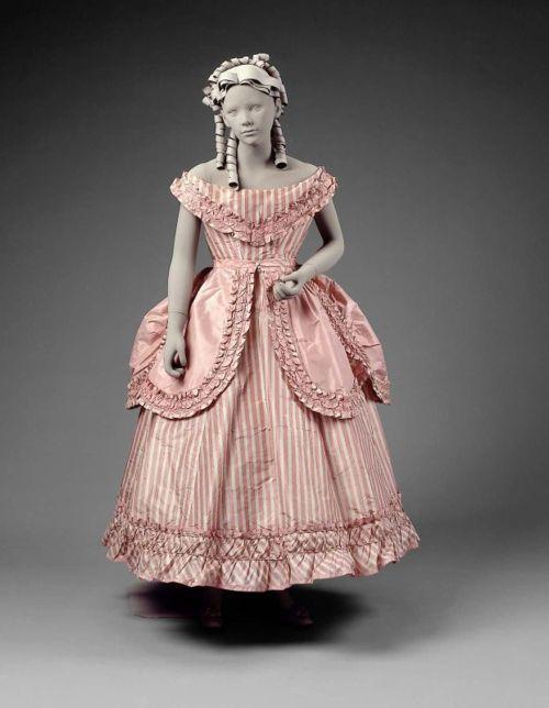 Vestido de uma menina absolutamente lindo do partido que data de ...