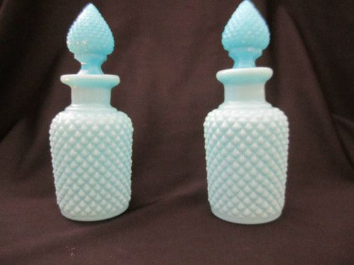 Flacons en opaline bleue - verrerie de PORTIEUX