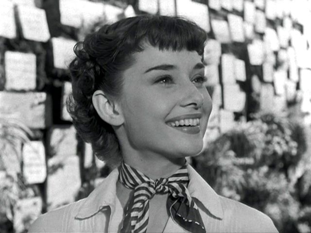 27 Of The Best Signature Scarves Of All Time From Napoleon To Jackie O Vogue Audrey Hepburn Young Audrey Hepburn Audrey Hepburn Hair Audrey Hepburn Pixie