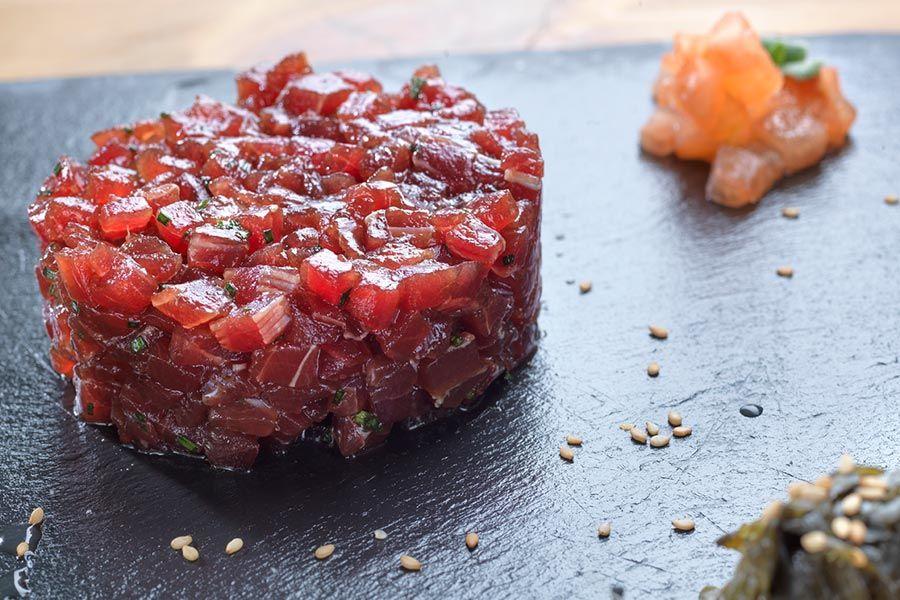 Tartar Atún Rojo Salvaje Elaborado Con Cola Blanca Aliñado Al Estilo Barbateño Por El Restaurante Macarela Tartar De Atún Recetas De Comida Gastronomia