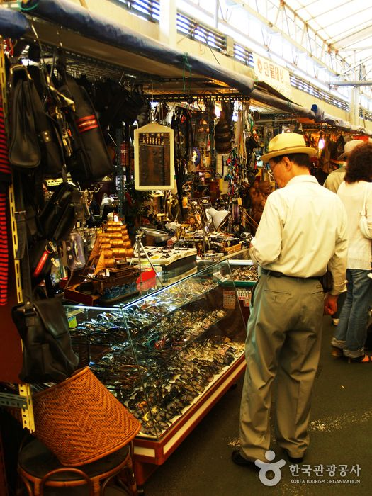 Many Of The Products Sold At The Market Are Between 20 50 Cheaper Than Anywhere Else In The Wor Korea Tourism Travel Electronics Electronics Travel Organizer