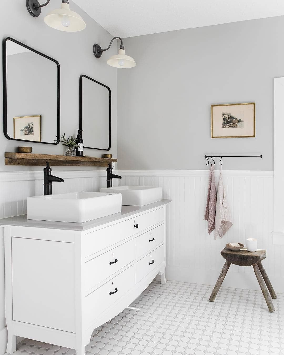 Timeless bathroom design by @laineandlayne. ¿Are you going for