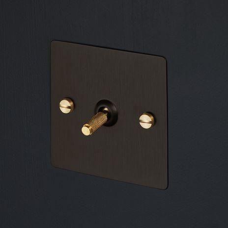 interrupteur et prise lectrique light switches smoked bronze my inner decorator pinterest. Black Bedroom Furniture Sets. Home Design Ideas