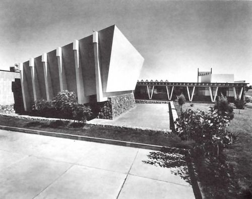 Auditorio del Hospital General de Ciudad Juárez (ISSSTE), Envolvente Conjunto Pronaf 4, Ana Elena Auza, Ciudad Juárez, Chihuahua, México 1964  Arq. Enrique Yáñez -  Auditorium of the General Hospital of Cuidad Juarez, Chihuahua, Mexico 1964
