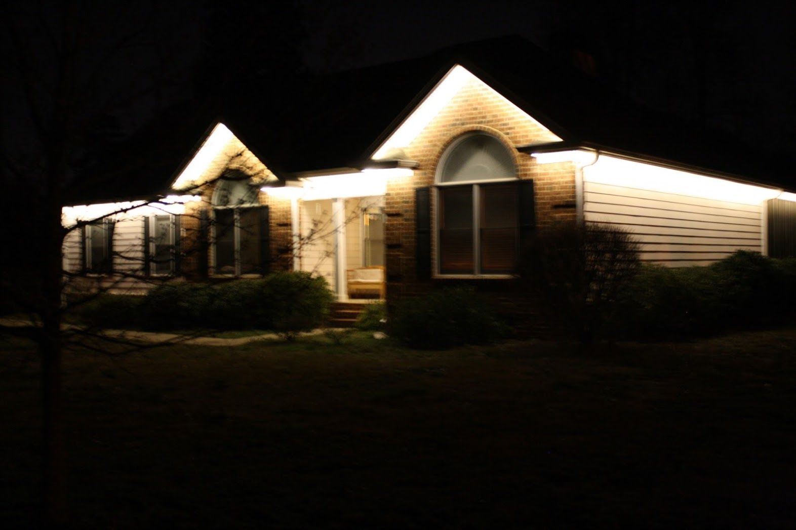 Warm white accent lights permanently attached to eaves & Warm white accent lights permanently attached to eaves   LED ... azcodes.com