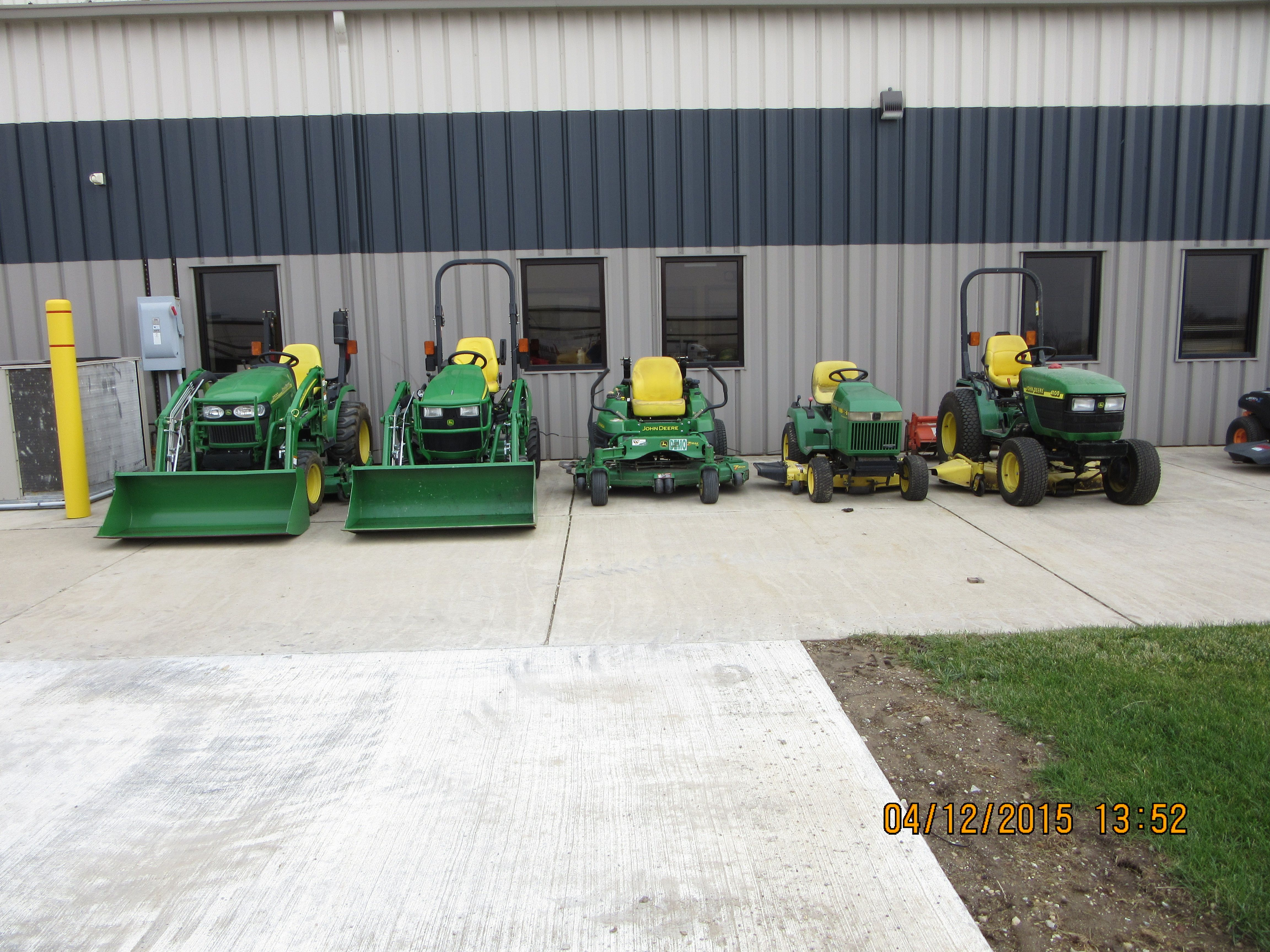 John Deere tractors r-l:4100,320,Z930A,1025R,2320