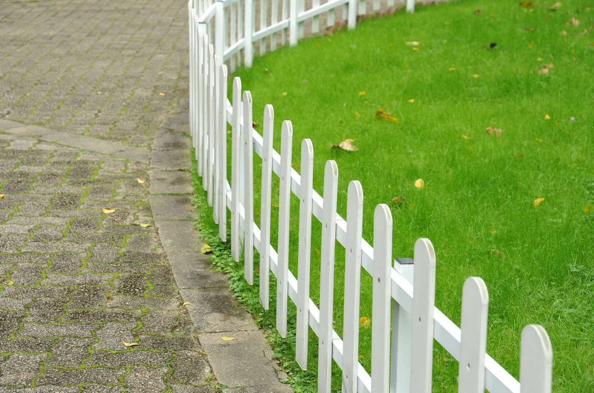 windproof decorative garden fence Cheap PVC & WPC Fence