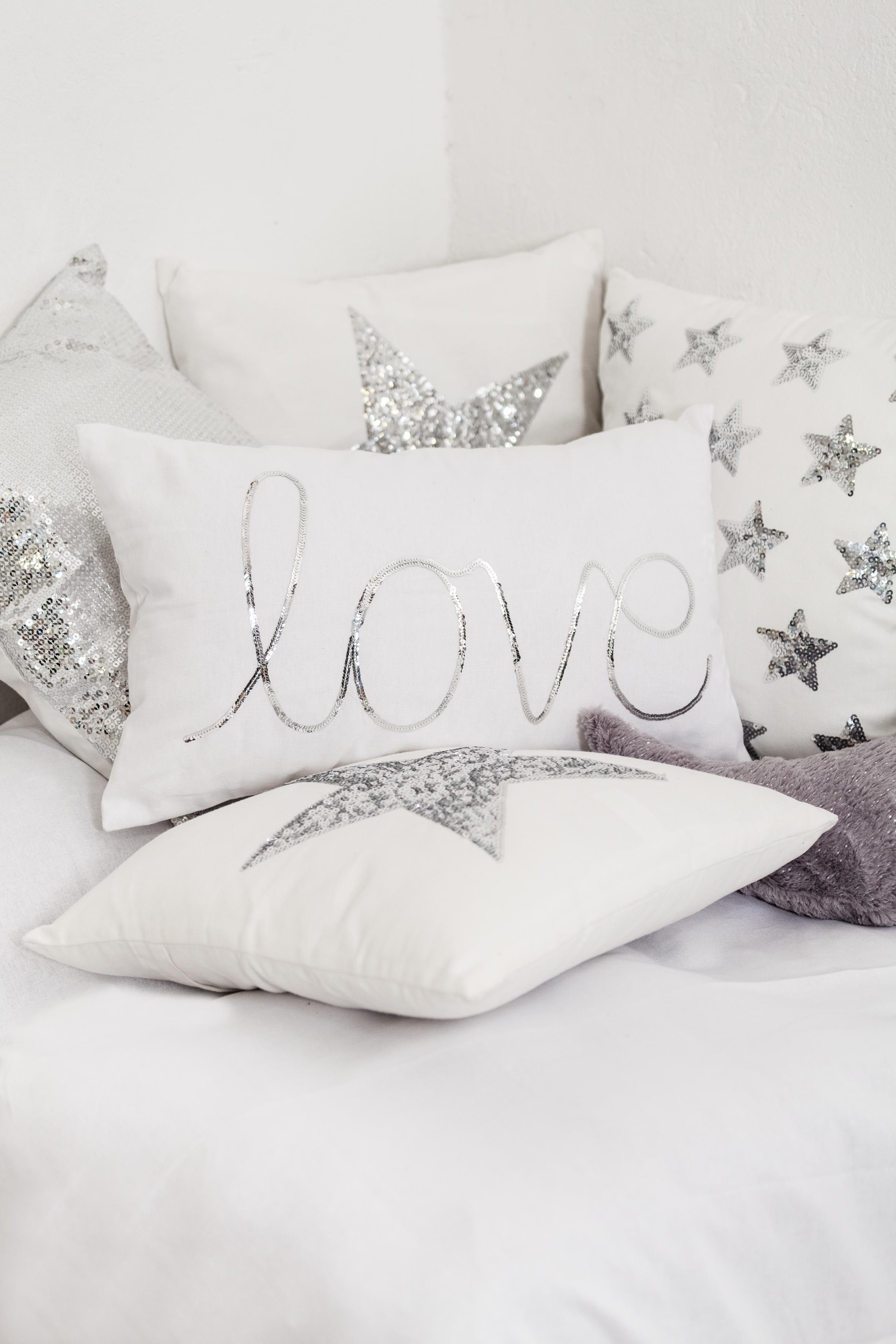 Lentejuelas en los textiles #muymucho #cojín #love #estrella #plata ...