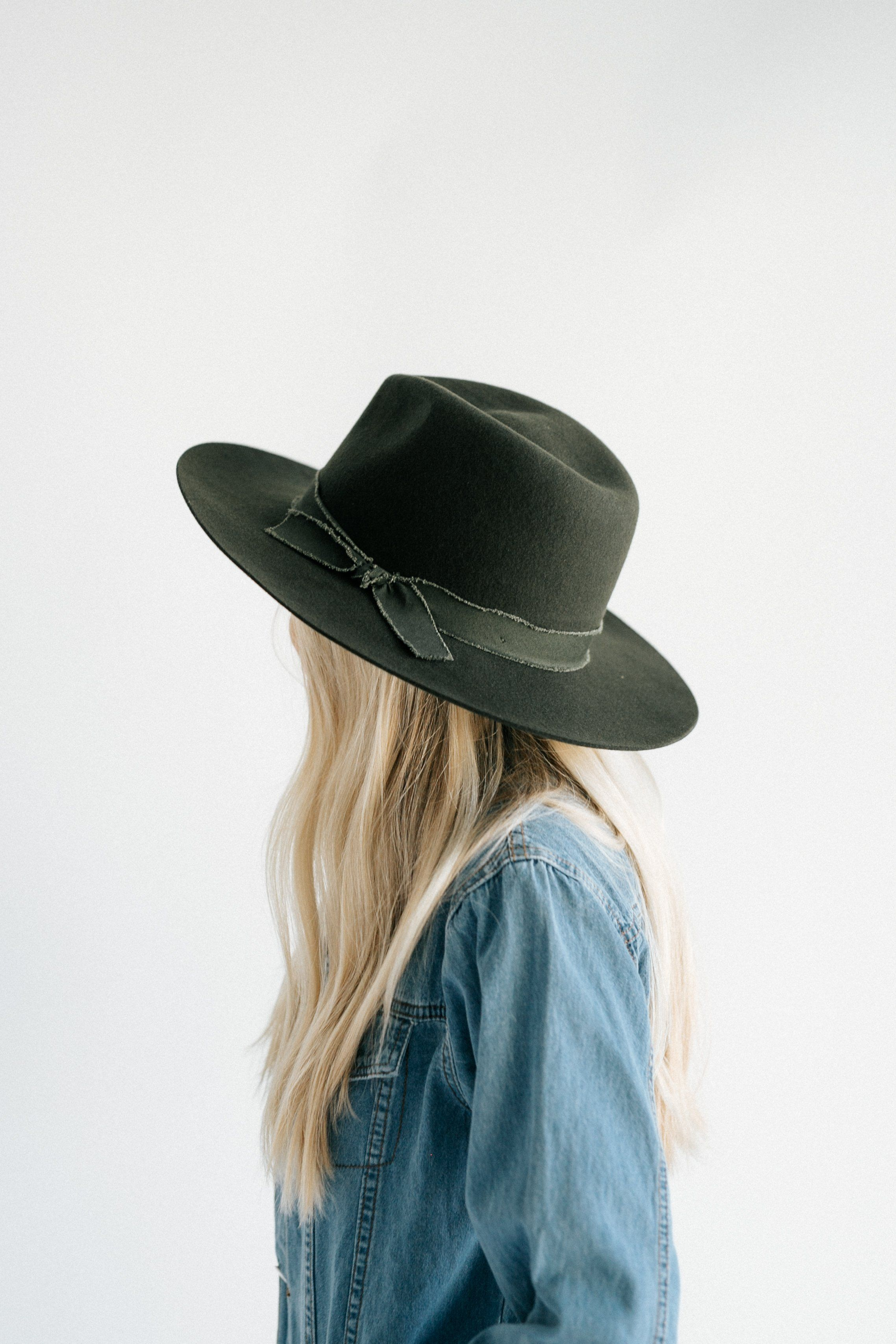 adfb8ac0fd8964 Ramona - Flat Top Black Felt Hat – GIGI PIP | Hats in 2019 | Hats, Outfits  with hats, Hipster hat