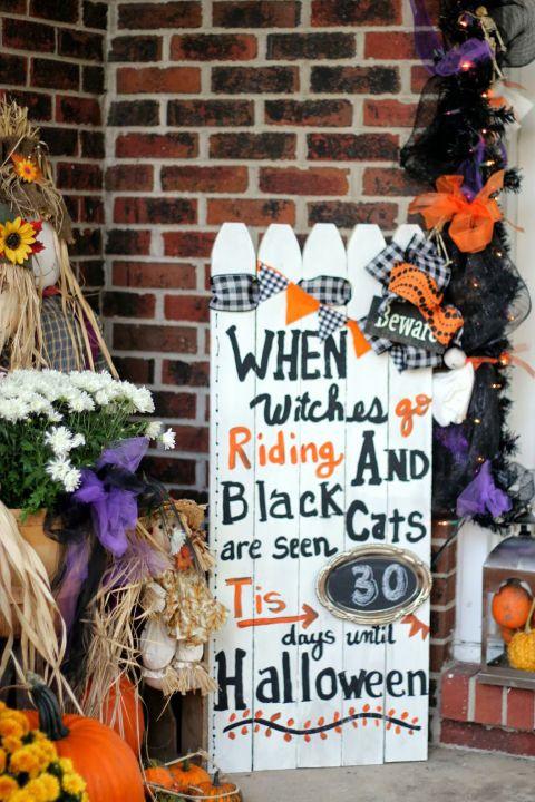 30+ Spooktacular Outdoor Halloween Decorations Halloween countdown - when should you decorate for halloween