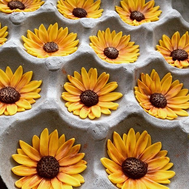 Sunflower Wedding Cake Ideas: Fondant Sunflower Toppers