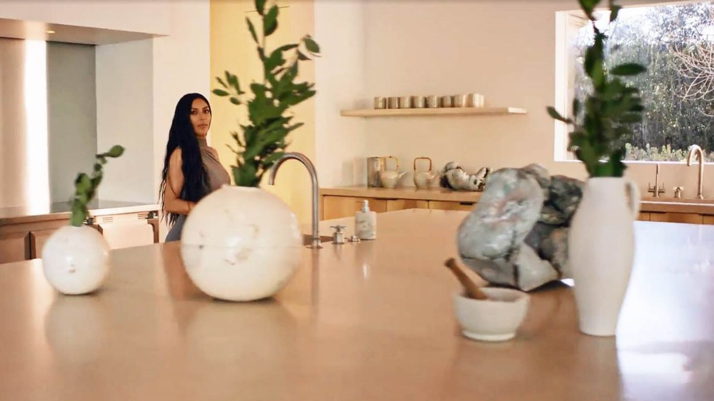 kanye west home kitchen - Google Search in 2020 | Kim ...